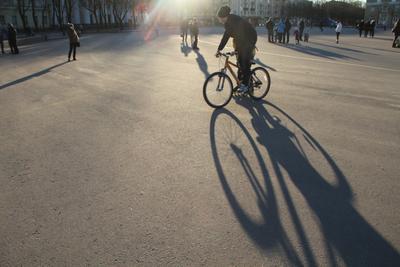 Город может покататься тень велосипед город
