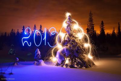 Со Старым Новым годом! :) елка рисование светом новый год 2013