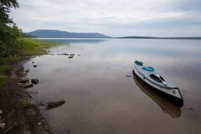 На озере Зюраткуль озеро Зюраткуль байдарка Урал