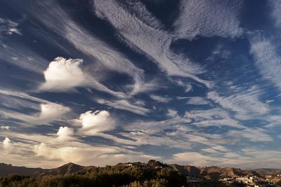 Пляшущие облака облако небо необычный Испания Ла-Эррадура Гранада вечер пляшущий горы лес дом