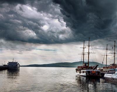 Залив Гроз Море корабль гроза небо