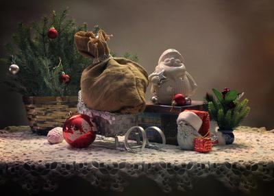 Так жаль, что праздники проходят... новый год рождество санки елка птичка дед мороз подарки