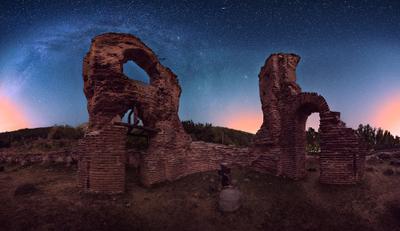 Базилика базилика панорама ночь звезды млечный путь руины Еленска