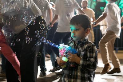 День Независимости в Израиле Мальчик мыльные пузыри Кфар-Саба