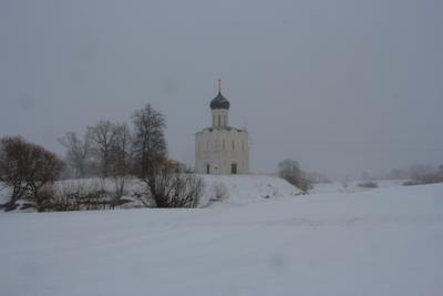 Церковь Покрова на Нерли в метель. Церковь Покрова на Нерли Боголюбово
