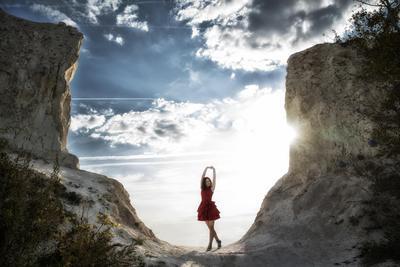 *** девушка небо горы закат солнце