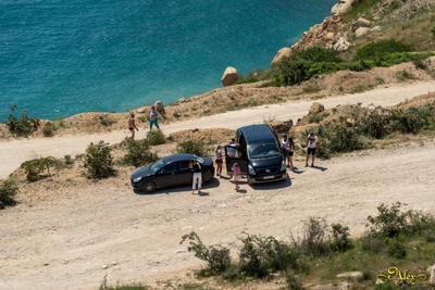 Отдых на море Чёрное море люди машины Крым лето жара Балаклава