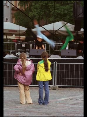 Представление и хвостики дети, город
