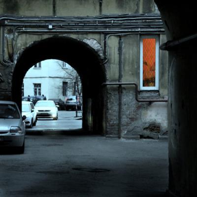 """Orange Light - (серия """"Питерские дворы"""" _1) Питер двор окно свет цвет арка"""