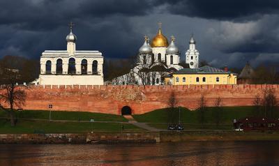 Тучи над городом встали ... пейзаж Великий Новгород Волхов тучи свет