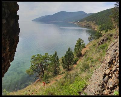 Вид из байкальской пещеры байкал пещера утес скрипер бухта озеро