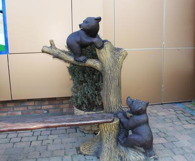 скульптурная композиция у входа в Детский мир