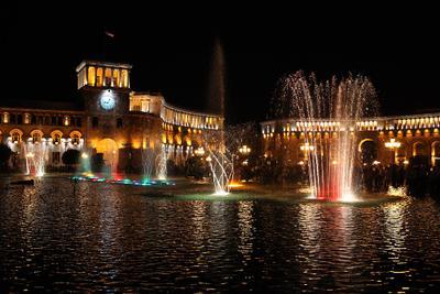 Поющие фонтаны Ереван Площадь Республики Поющие фонтаны