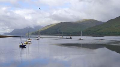 Озеро  Лох-Линне  (Шотландия)