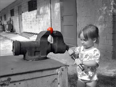 Она не любила помидоры помидор девочка тиски Анастасия Романовна
