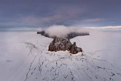 Пролетая над мысом Хобой Байкал весна пейзаж лед снег озеро