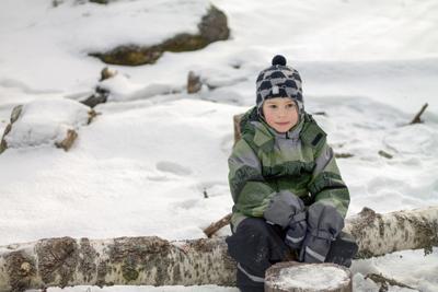 В ожидании радости Ребёнок зима эмоции портрет