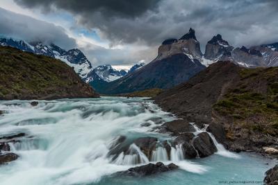 Энергия гор Чили Торрес дель Пайне закат водопад горы