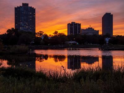 И в городе бывают красивые закаты город река закат Chicago fedotkin