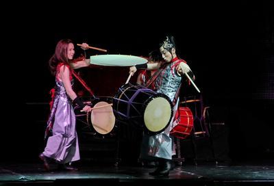 шоу «Dadada-Dan Tenko» Шоу девушки барабанщицы