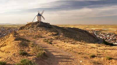 Ветряная мельница в Консуэгре Испания мельница ветер холм Консуэгра Толедо Кастилия Ла-Манча дорога скала небо город история музей