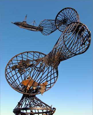*** корабль рыба сети скульптура