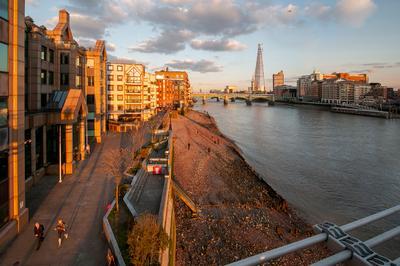 Люди и тени... Лондон Темза отлив закат