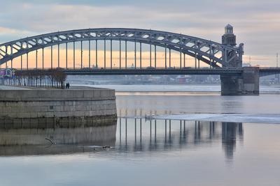 Популярная фотомодель Петербург Большеохтинский мост весна