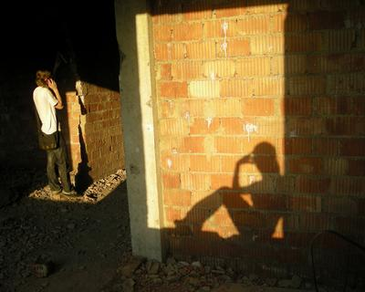 где то прячется ангел свет тень заброшенное стена ангел
