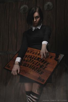 А ты... ведьма?? ведьма колдунья тина доска уиджи художественное фото школьница игры зачарованные агна деви студия мрачное готик эзотерика