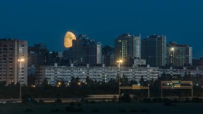 Кто не спрятался.... город луна заход ночь небо