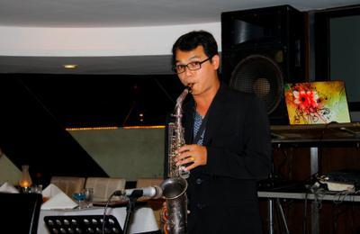 Саксофонист саксофон саксофонист музыкант бангкок