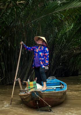 Вьетнамка Меконг вьетнамка азия Вьетнам путешествие природа экзотика розовый восточный восточная азиатка тихая старость лодка Сайгон Хошимин