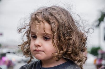 ребенок с удивительными глазами
