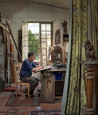 В мастерской скульптора