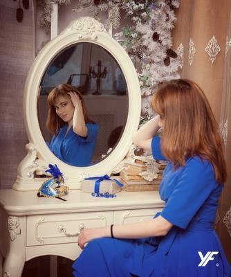 Отражение модель зеркало студия портрет брюнетка