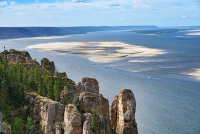 Вид с Ленских столбов природа река скалы Якутия