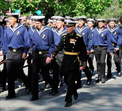 На парад. Моряки офицер День Победы в Новороссийске