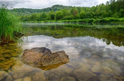 Камень Камень река вода трава зелень пейзаж природа Василий Прудников фото фотограф