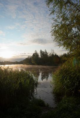 на рассвете природа пейзаж небо рассвет озеро река отдых путешествия