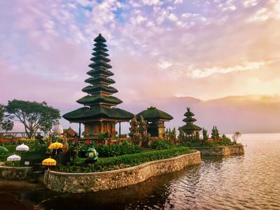 Храм на рассвете Храм Бали рассвет