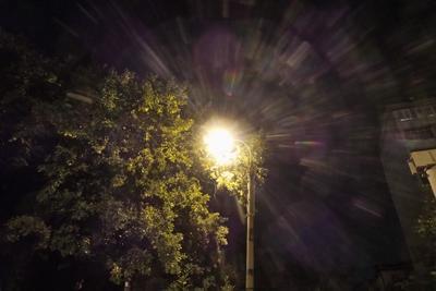 Ночная прогулка свет ночь фонарь радуга осень