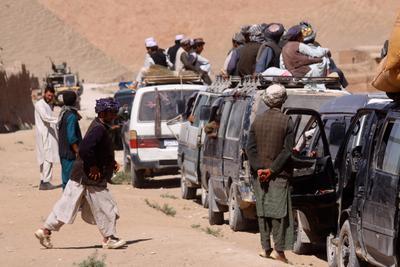 Маршрутки. Афганистан поселок мотоцикл дети восток базар автобус люди товар
