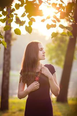 *** девушка закат красиво солнце фото колье мечты мечтательность задумчивость