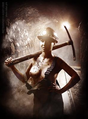 Создание рекламного образа на открытку ко Дню шахтера реклама рекламный образ женщина шахтер шахта ню ретушь коллаж лобур