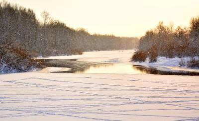 ....А снег всё падал и падал .... зима река снег лед деревья