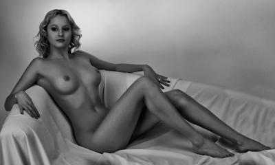 Про колечко девушка кольцо диван