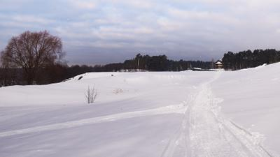 По следу снегоходов Март снег след снегоход