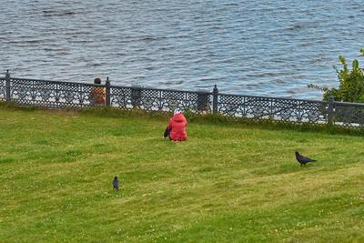 Медитация, 2х2. Берег забор река два человека две птицы