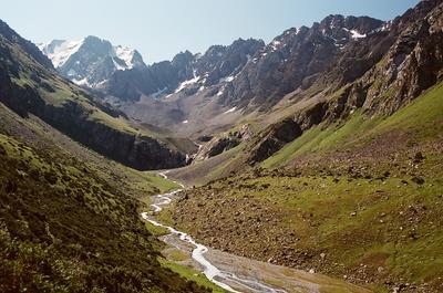 Вверх по реке Кыргизстан Тянь Шань горы природа